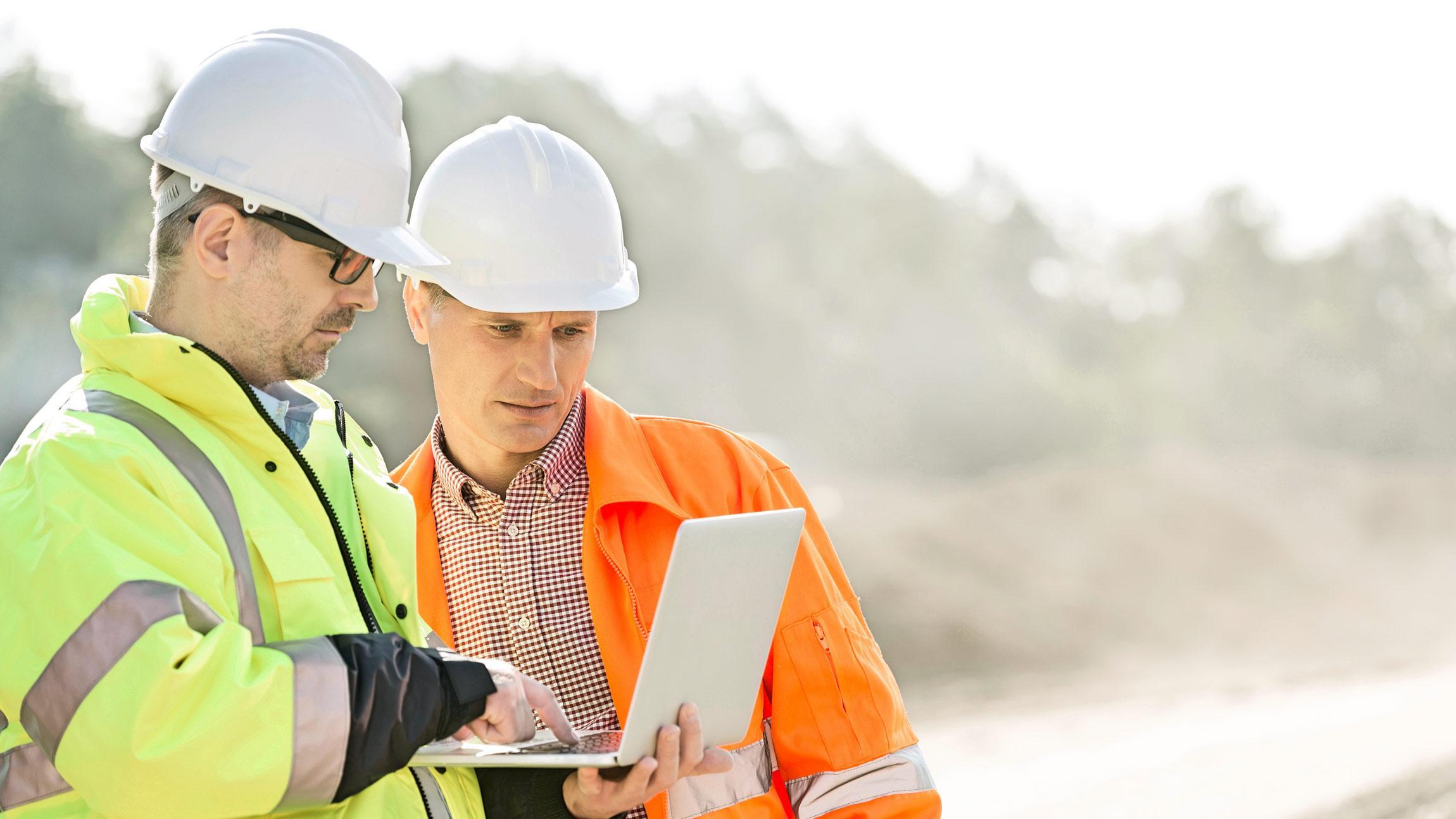Rakentamisen toimihenkilöt, työnjohtajat, työmaapäälliköt, projekti-insinöörit ja hankintainsinöörit