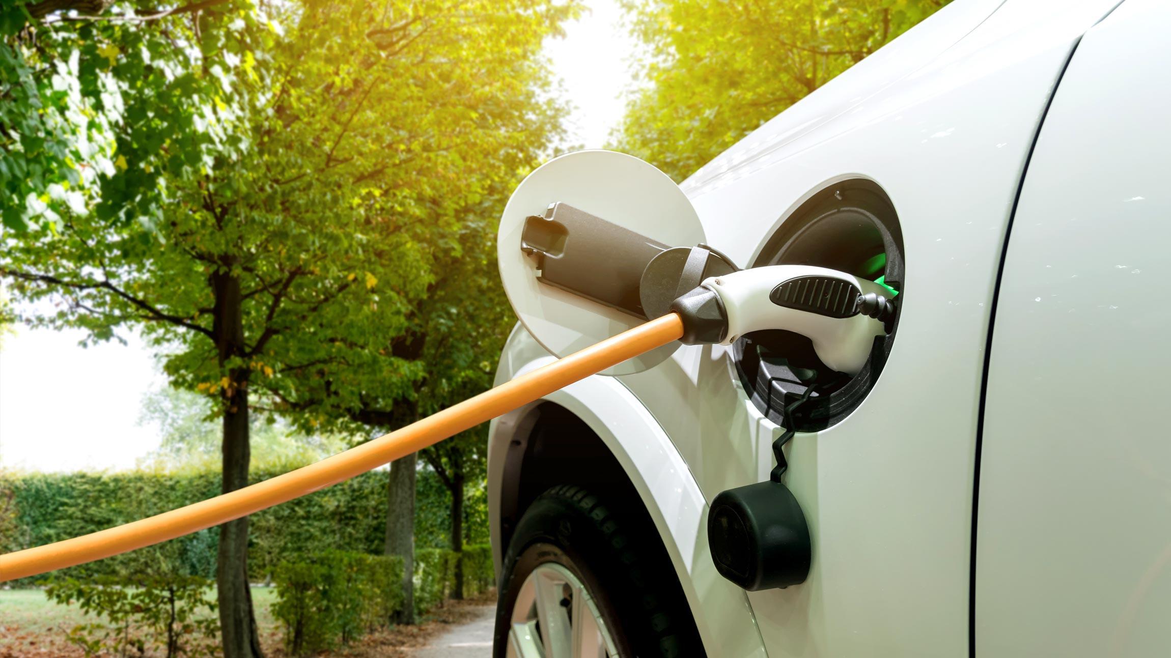 Sähköautojen latausratkaisut taloyhtiöille ja yrityksille kiinteistökartoituksesta latausaseman asennukseen asti